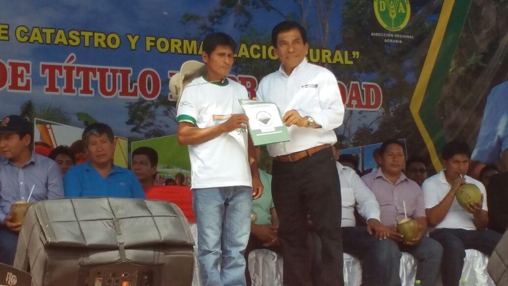 Ministro de Agricultura y Riego Jose Manuel Hernández entregó 1618 títulos de propiedad.