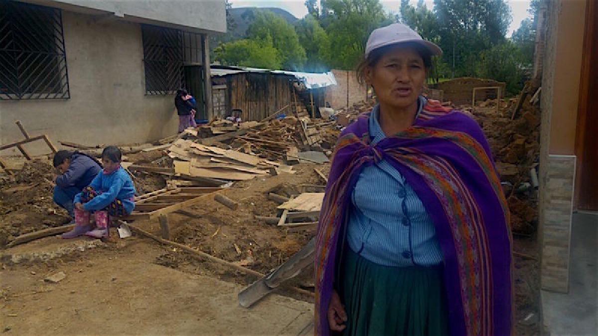 Vivienda caída por inundación en Baños del Inca.
