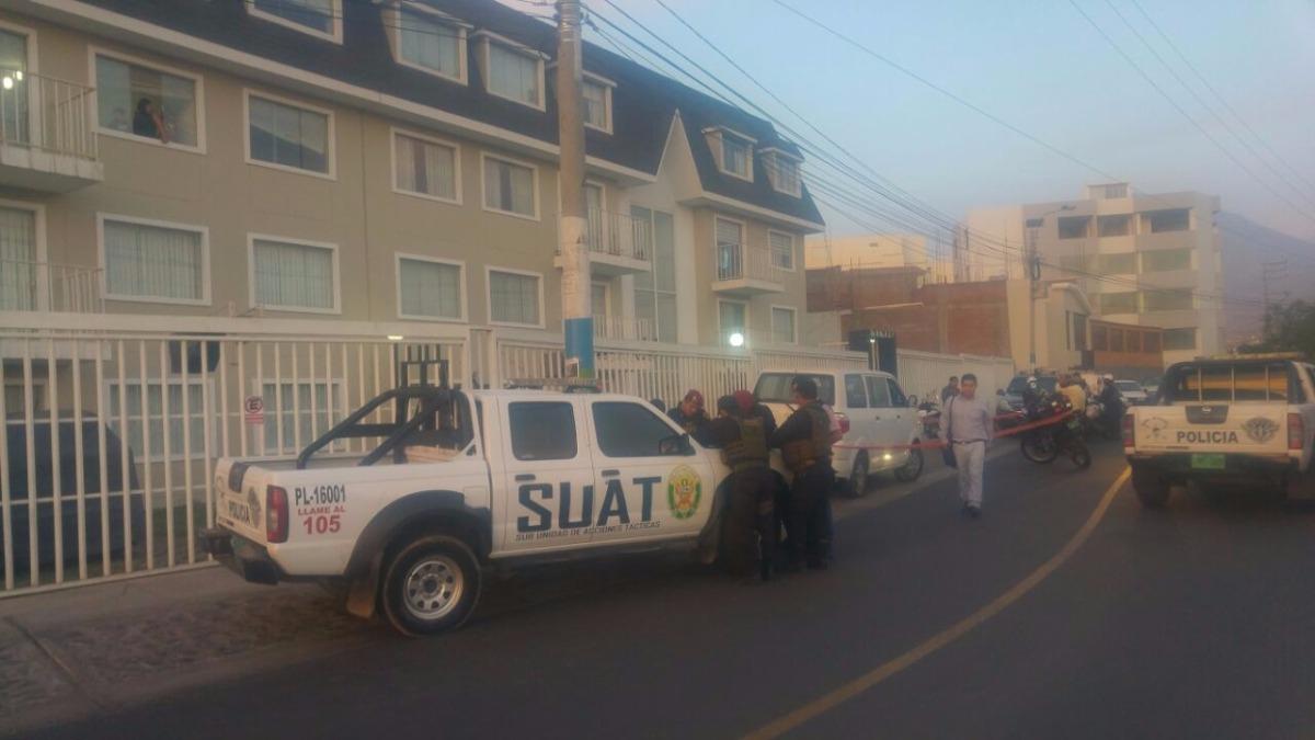 Vecinos se percataron del hecho y dieron aviso a la policía, quienes lograron capturar a uno de los tres ladrones.