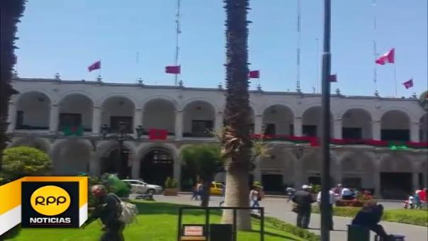 Adornos vistosos y decorados se aprecian en diversas calles, destacan el árbol de la plaza y el nacimiento de la Catedral.