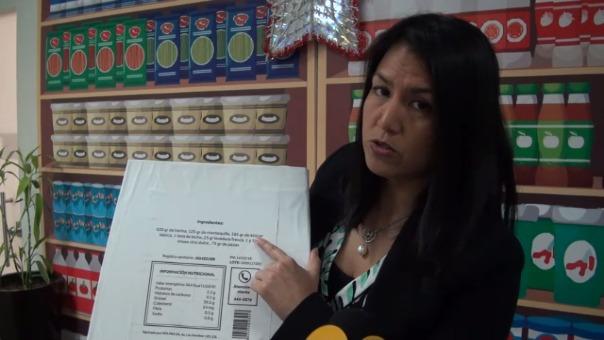 Wendy Ledesma explica qué indicaciones en las etiquetas son las más importantes a revisar.