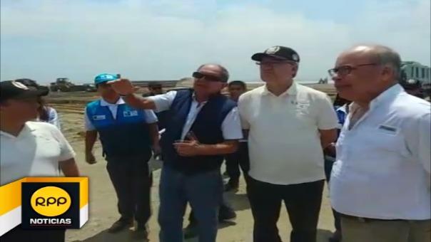Durante su visita a Huanchaco, el ministro de Trabajo, Alfonso Grados, se reunió con las autoridades locales.