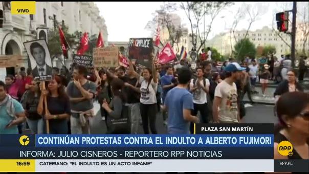 Los protestas iniciaron en el Centro de Lima alrededor de las 4 de la tarde.