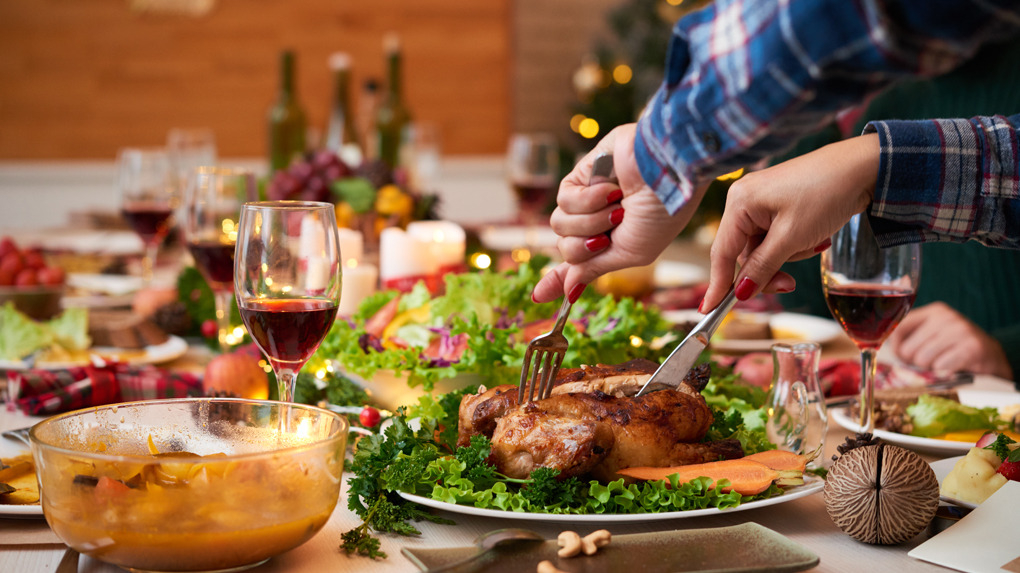 La cena navideña es alta en calorías y energética.