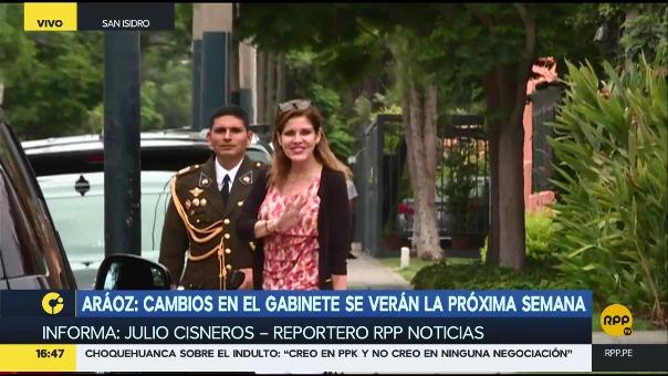 Mercedes Aráoz salió rápidamente y dio breves declaraciones a la prensa.