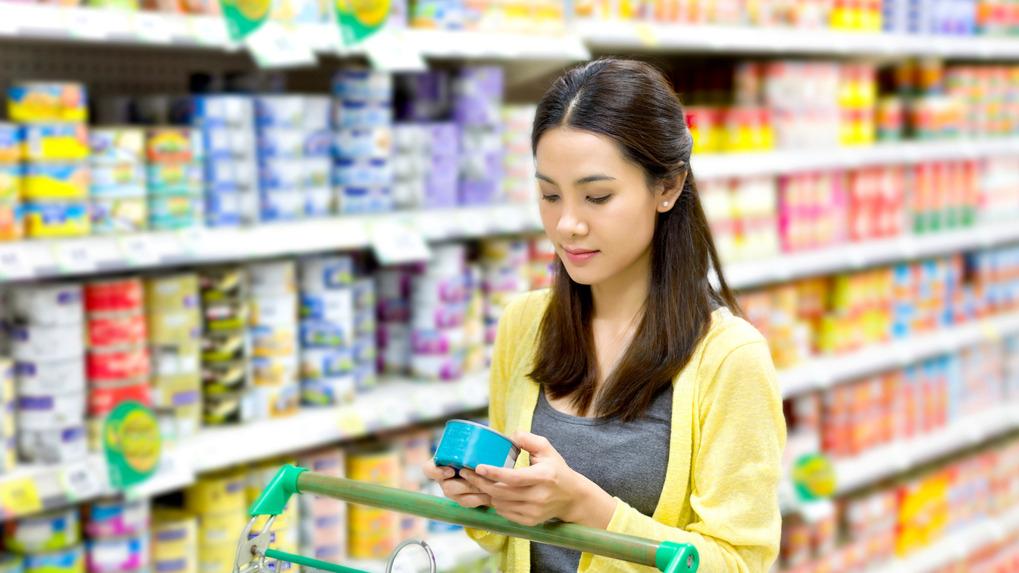 En cambio, los productos altamente procesados contienen poco o ningún alimento natural.