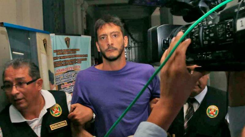 El también músico fue capturado el miércoles por la noche; sin embargo, su defensa sostiene que se entregó.