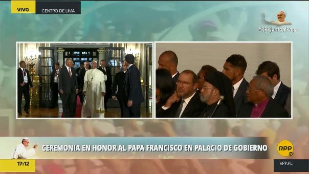 Paolo Guerrero recibió la bendición del Papa Francisco.
