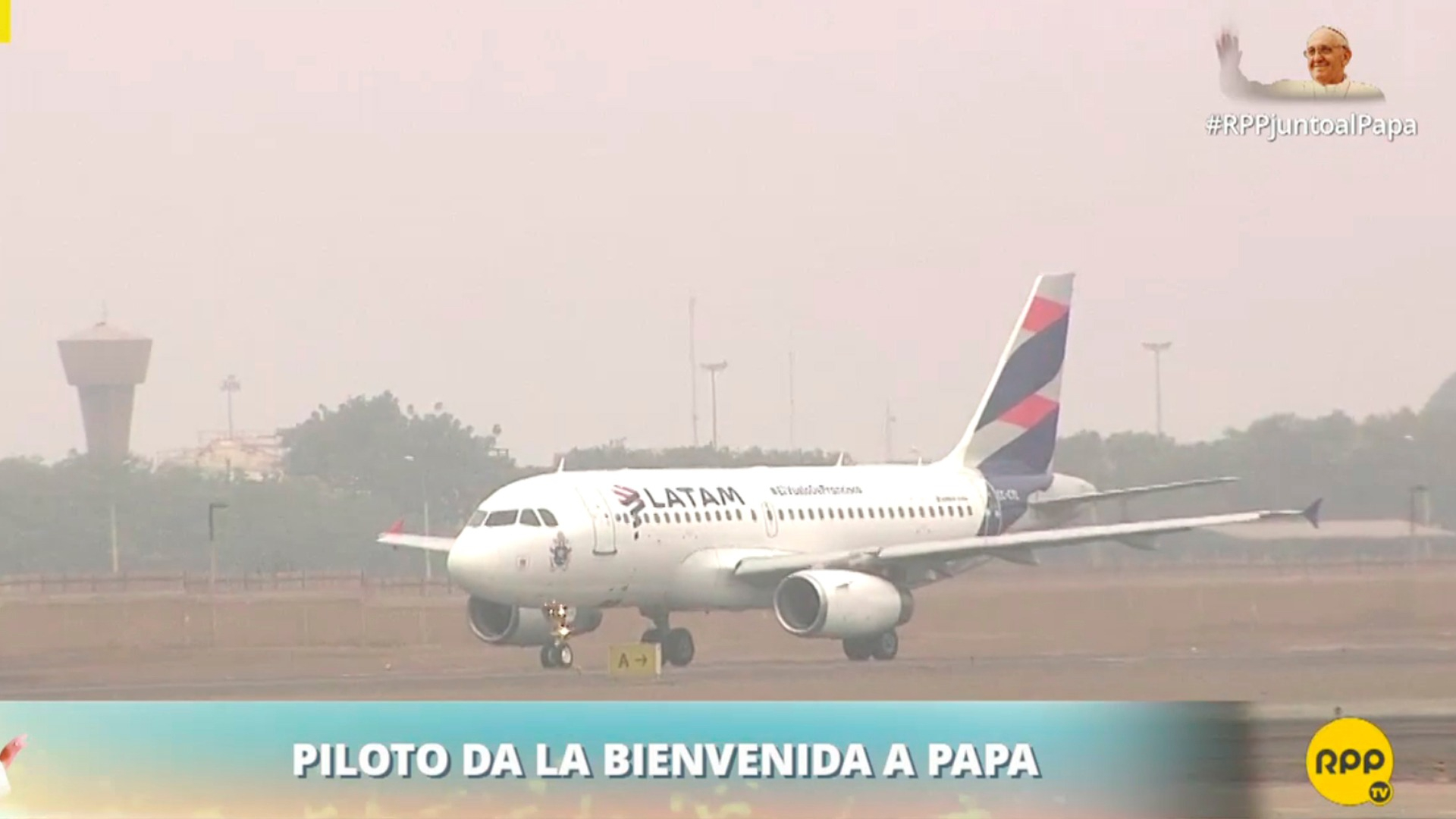 El piloto da la bienvenida al papa Francisco