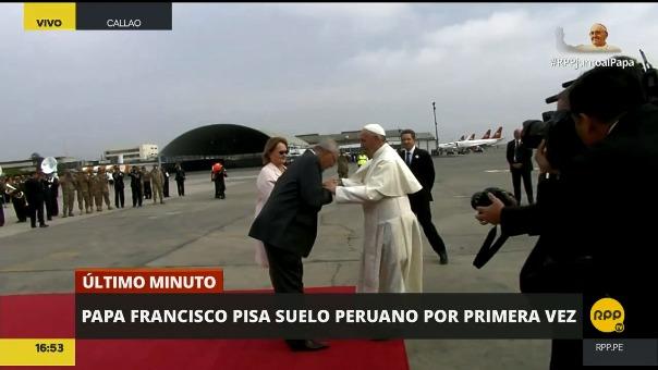 En la primera vez, el presidente pudo besar el anillo del papa.