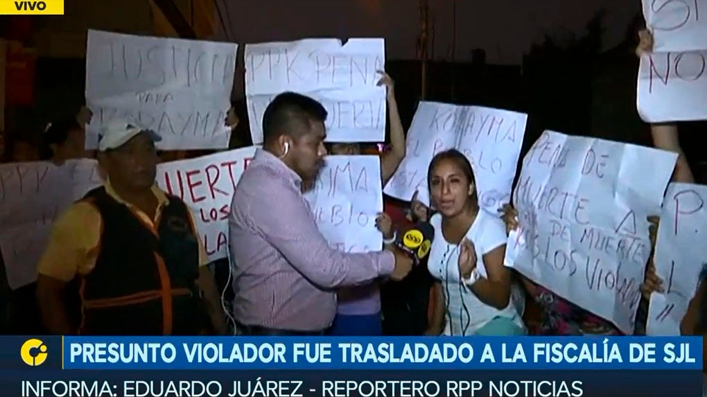 Los vecinos de la zona de 28 de Marzo de San Juan de Lurigancho protestan frente a la comisaria.