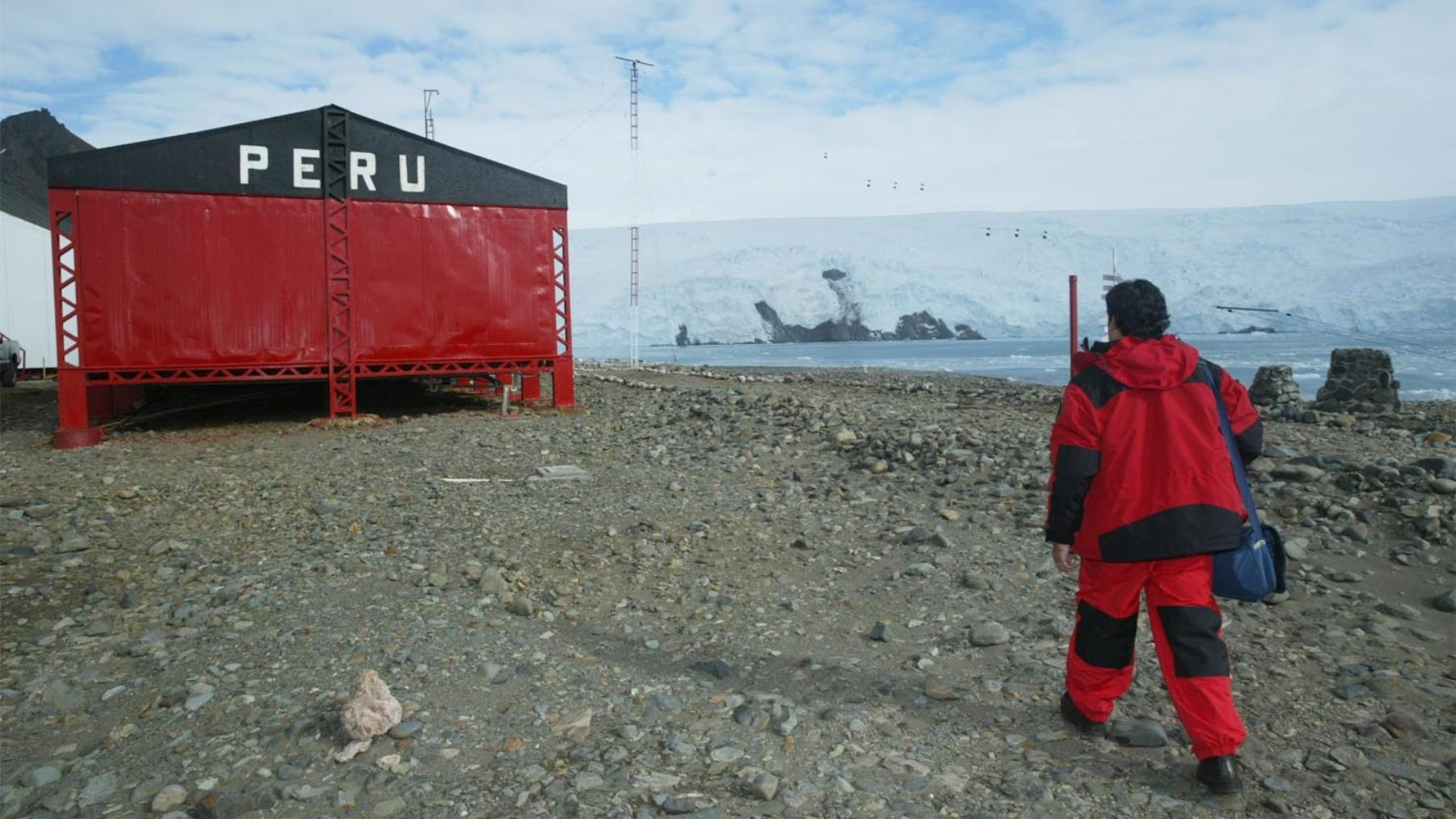 Contacto de RPP con la base del Perú en la Antártida.