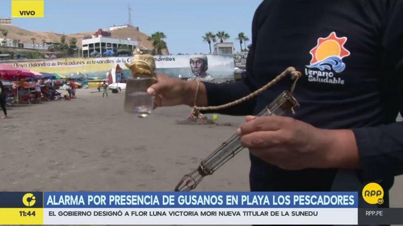 Personal de Digesa inspeccionó la playa Los Pescadores tras la denuncia de los bañistas.