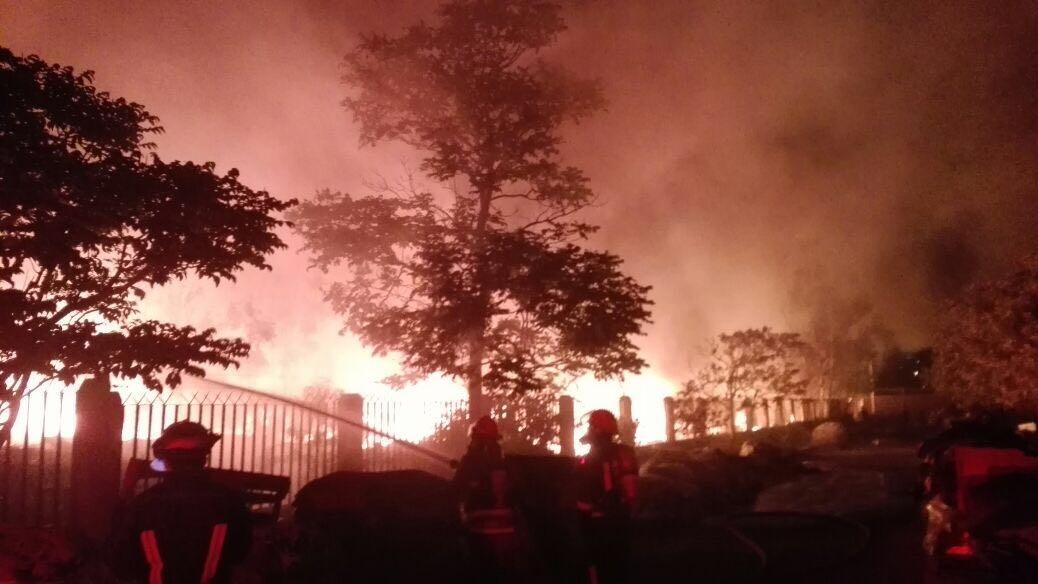 Fábrica de zapatos se incendió en Chosica