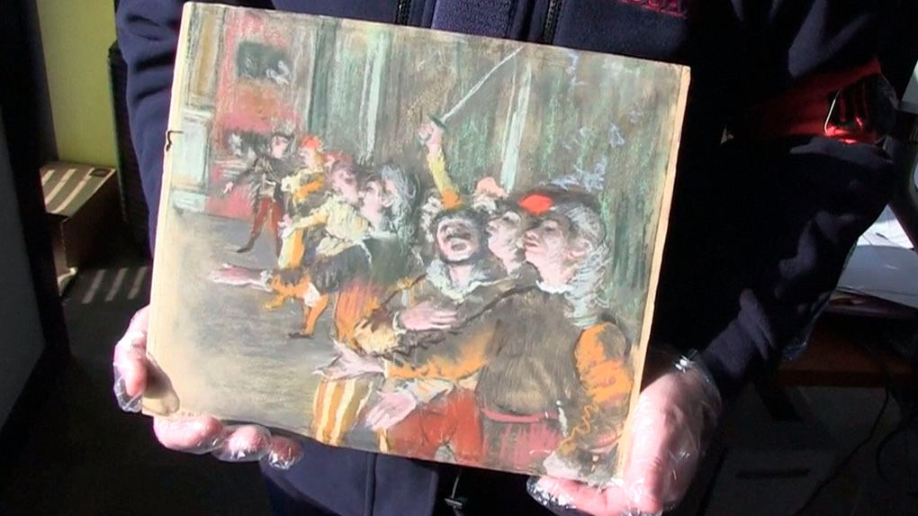 La pintura encontrada mide 32x27 cm.