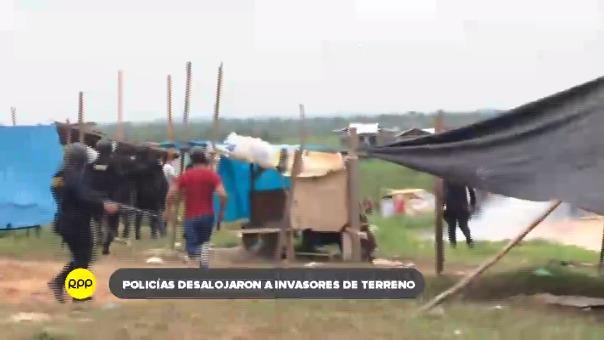 Un enfrentamiento entre los invasores y efectivos de la policía afectó a los niños que se encontraban en el predio. Se detuvo a involucrados a tráfico de terrenos.