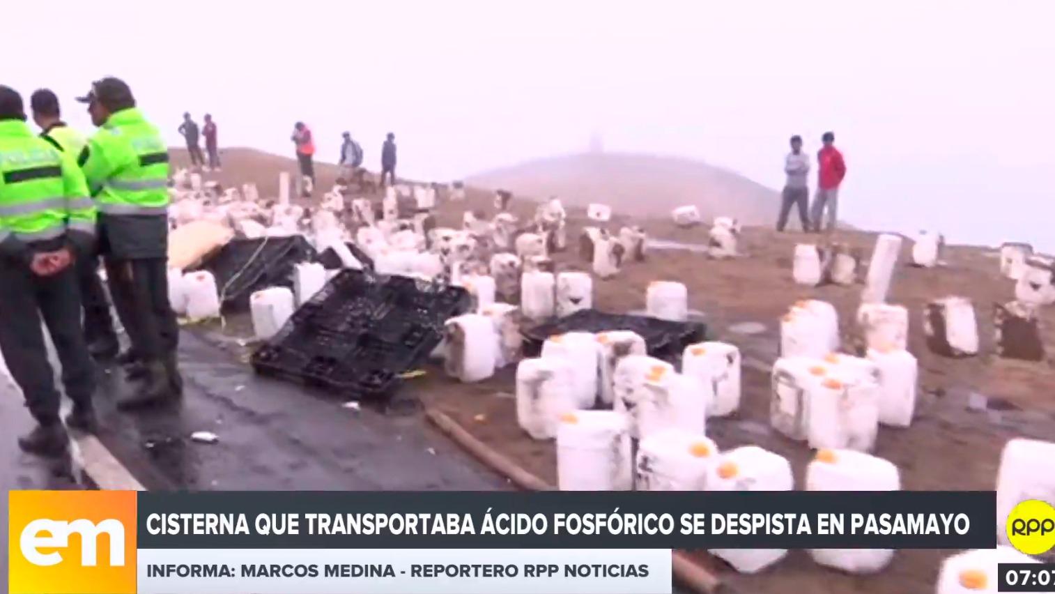 El camión se despistó en la zona del Serpentín de Pasamayo.