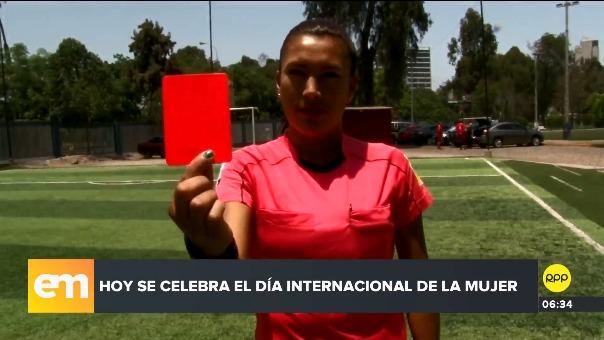 Silvia Reyes destacó como árbitro dirigiendo en el torneo local.