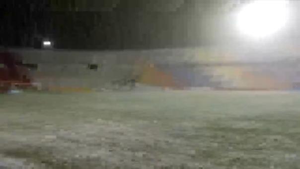 Granizada interrumpió partido en el Cusco.