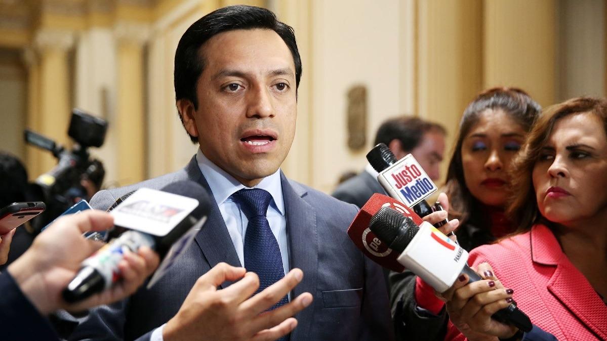 Legislador criticó el proyecto para modificar la moción de censura y cuestión de confianza.