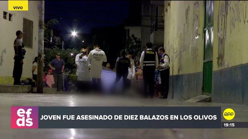 El hombre de 22 años caminaba junto a un acompañante cuando fue atacado por dos sicarios que viajaban en una moto.