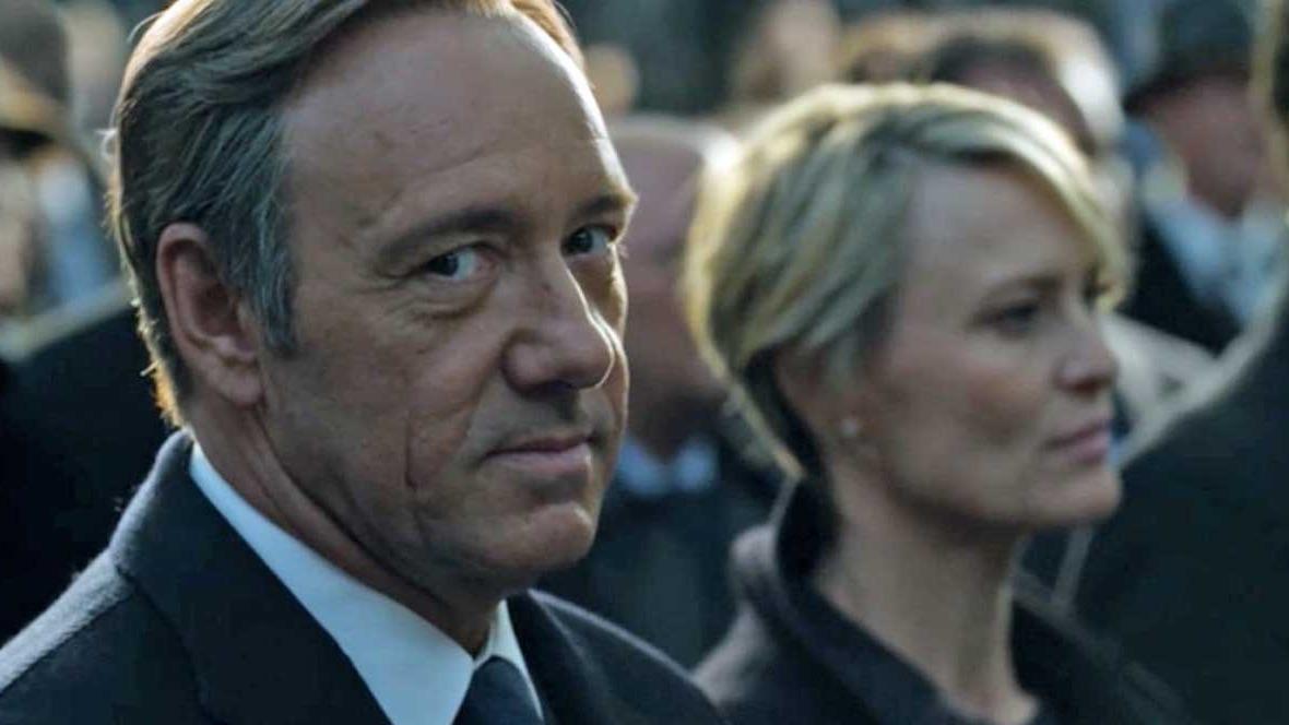 De acuerdo con un estudio británico, el cerebro de un corrupto se acostumbra a mentir. En la ficción, Frank Underwood (Kevin Spacey) representa al político hipócrita.