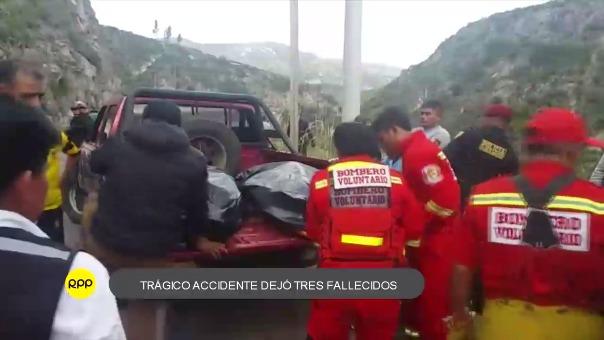 Vehículo en que viajaba familia con ocasión de la Semana Santa, cayó a un abismo de 80 metros hasta las aguas del río Totora.