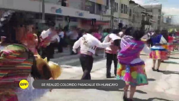 Diferentes danzas del país fueron representadas en este pasacalle que busca fomentar el turismo.