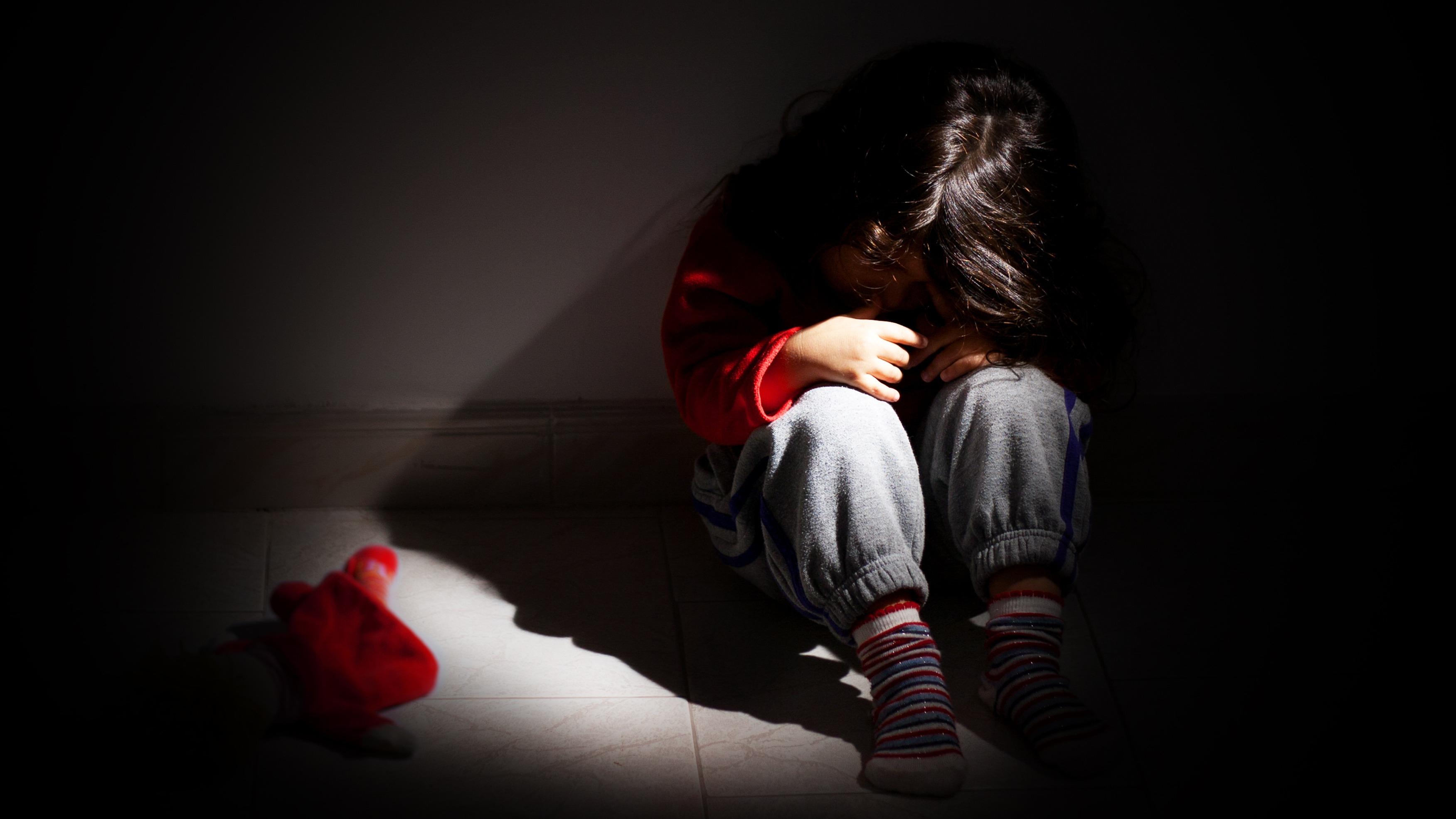 Las víctimas deben recibir una intervención especial psicoterapéutica dentro de las 72 horas de la agresión y continuarla todo el tiempo que sea necesario.