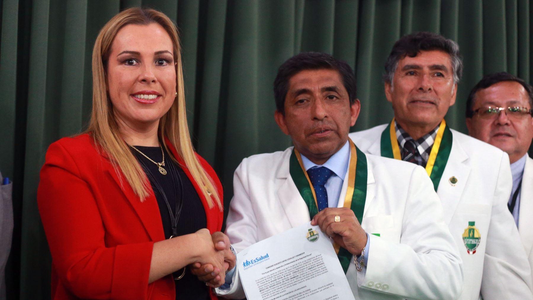 El acuerdo fue anunciado en conferencia de prensa, donde la presidenta de EsSalud anunció medidas de su plan de trabajo para la entidad.