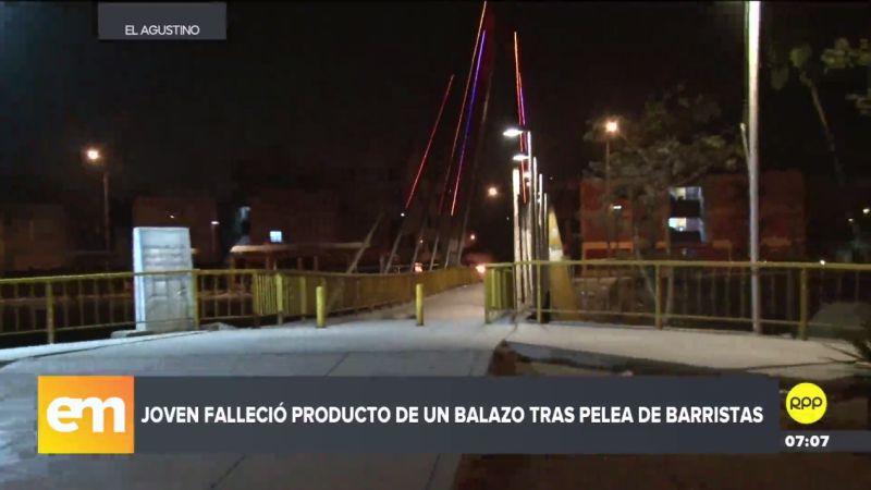 Los barristas de Universitario y Alianza Lima se enfrentaron en el puente Los Libertadores.