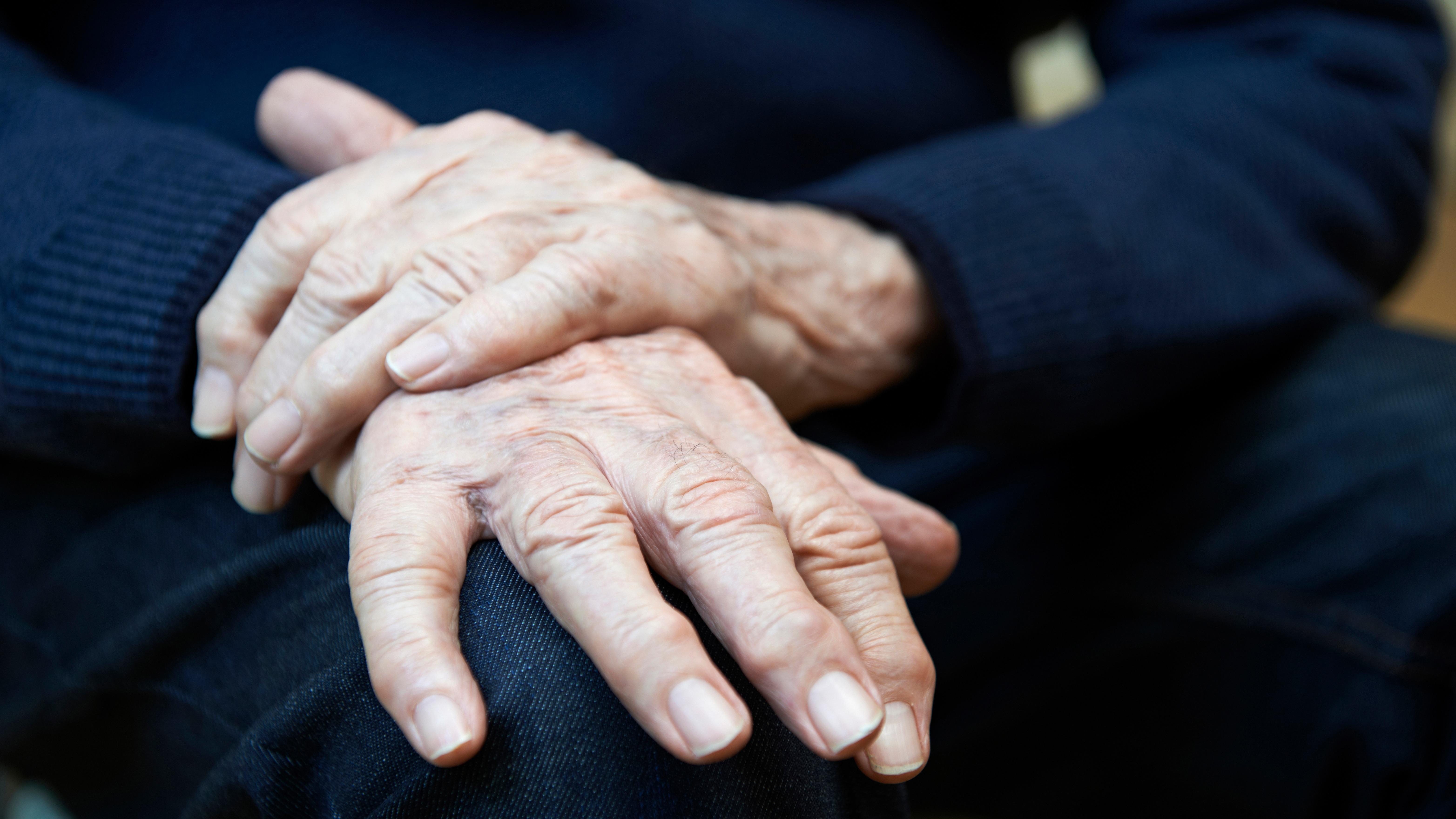 El Parkinson es más común en las personas de 65 años de edad en adelante.