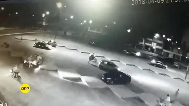 Cámara de seguridad de un edificio grabó el asalto masivo.