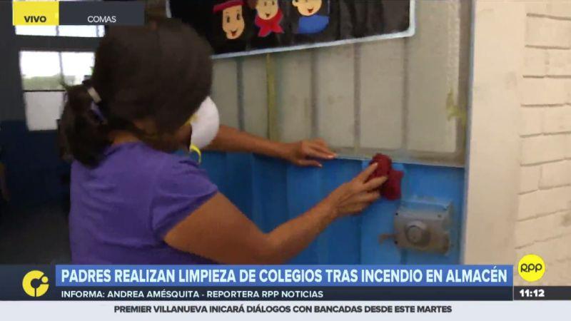 Los padres se turnan para limpiar las aulas y patios del colegio El Álamo.