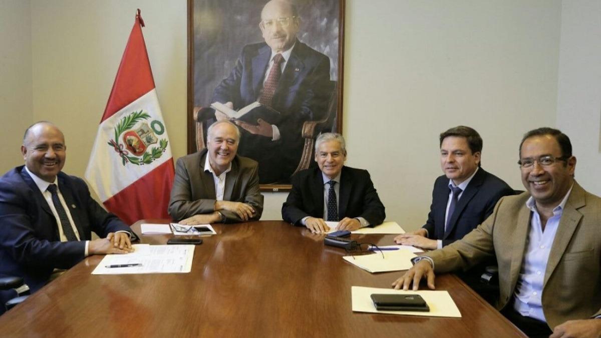 César Villanueva se reunió con la bancada de Acción Popular en el Congreso.