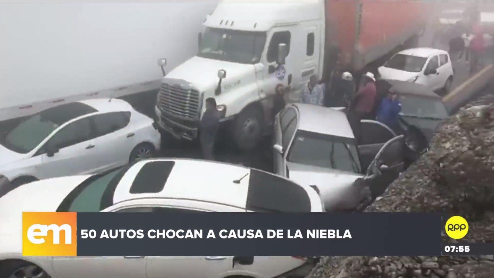 Al menos 50 autos chocaron en México a causa de la niebla.