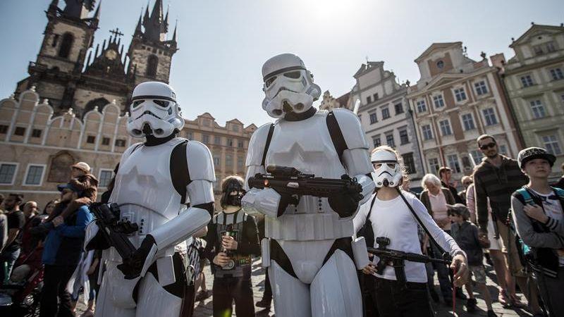 Así fue la marcha de fanáticos de Star Wars en Praga.