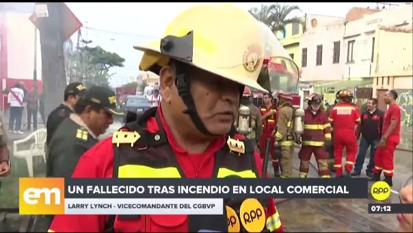 Los bomberos confirmaron que una persona falleció.