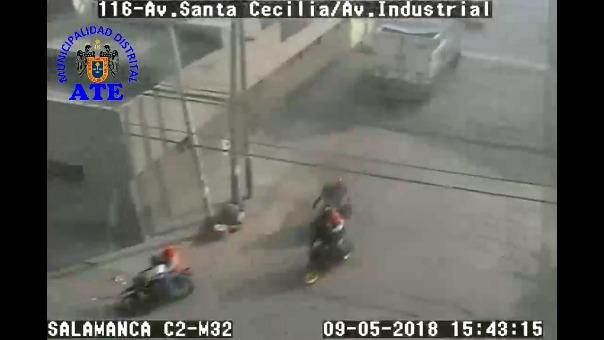 Las cámara muestran que los asalatantes escapan por la avenida Santa Cecilia y Avenida Industrial.