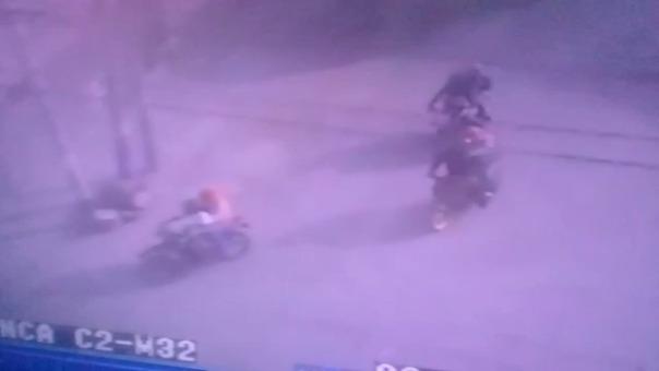 Video de una cámara de seguridad captó la huida de los presuntos asaltantes.