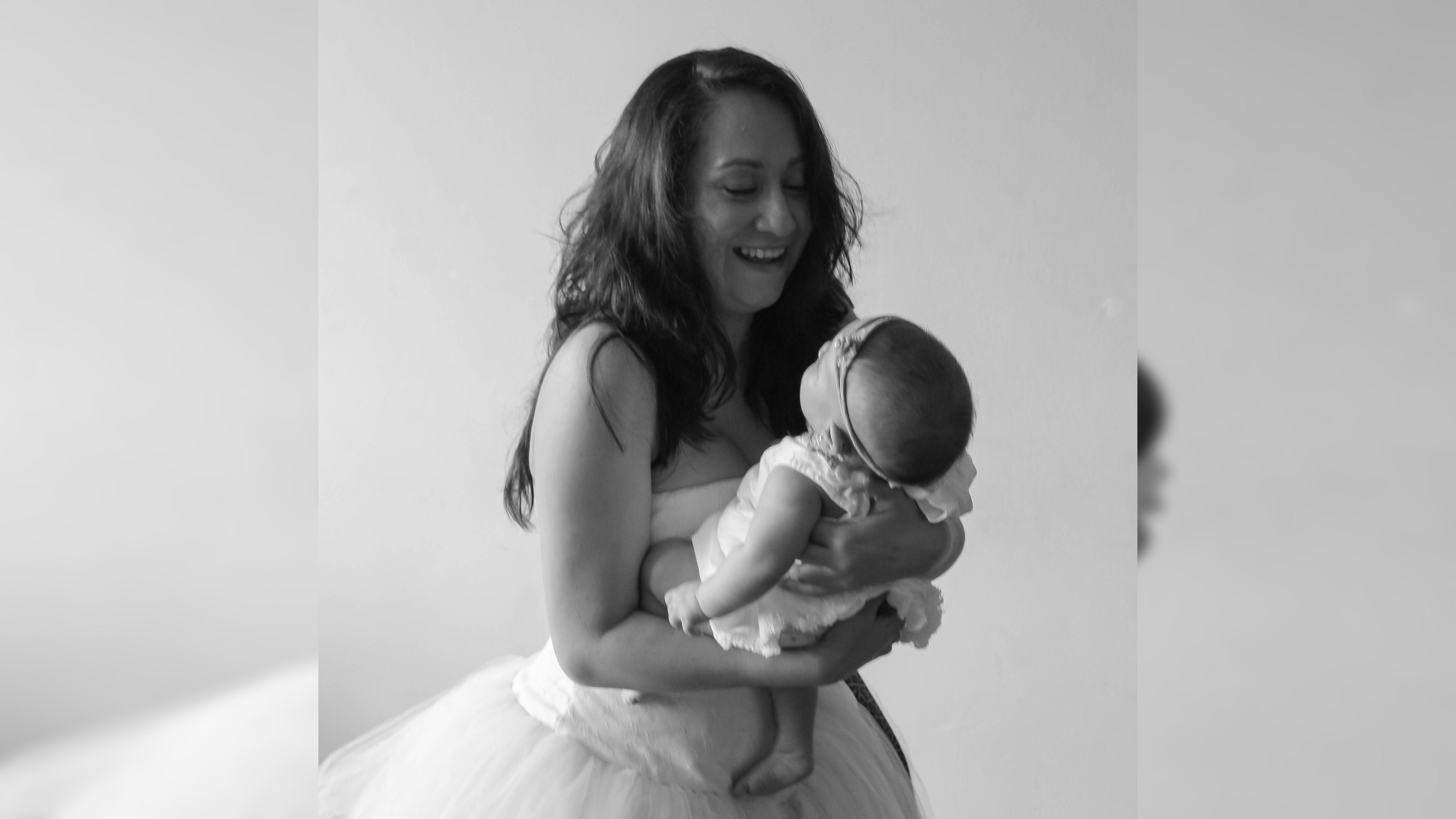 Para Carol Hernández, la maternidad es impro pura.