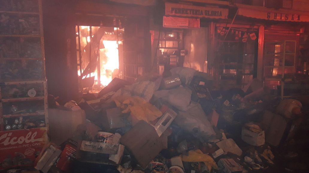 El fuego se habría reavivado según los testigos.