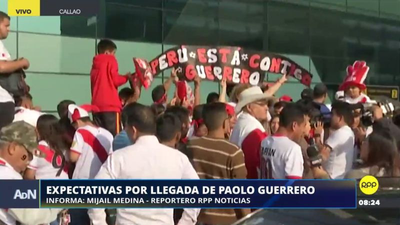 Desde muy temprano los hinchas se encuentran dentro y fuera del aeropuerto Jorge Chávez.