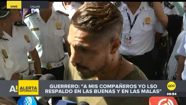 Paolo Guerrero llegó a Lima procedente de Brasil.