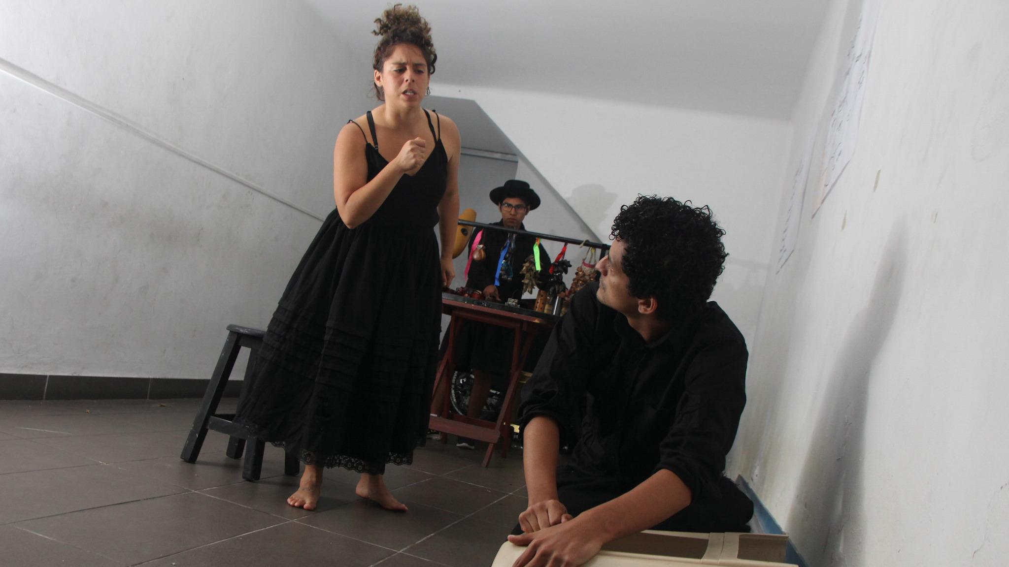 Parte del ensayo de los actores de la obra de impro