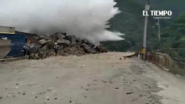 Video del diario El Tiempo grafica las circunstancias en las que fue sorprendido por la furia del río.