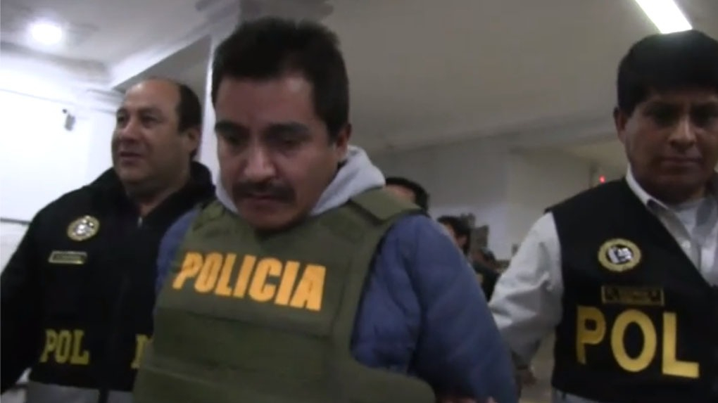 El exalcalde de Vilcabamba, Juan Eudes Olivera Ricalde, es conducido por la Policía a la carceleta del Poder Judicial del Cusco.