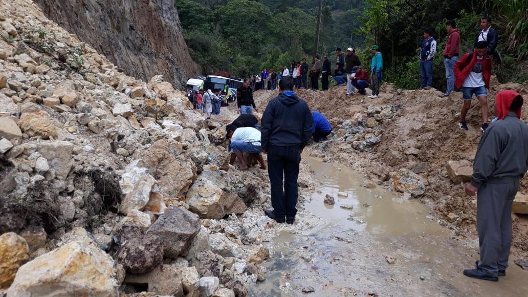 Deslizamiento de lodo y piedras bloquea la carretera Fernando Belaúnde Terry en la región de Amazonas.
