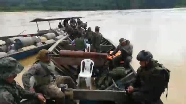Personal de la Marina de Guerra realizó operativo contra tráfico de combustible, pobladores los atacaron exigiendo la liberación de un detenido.