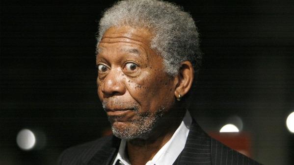 CNN reveló videos donde se ve a Morgan Freeman realizar comentarios con alto contenido sexual.